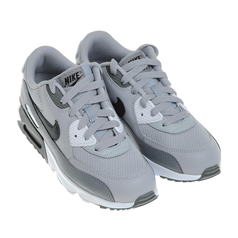 Кроссовки NIKE Air Max 90Кроссовки<br>Серые кроссовки Nike Air Max 90. Верх модели текстильный, дополнен кожаными вставками. Мягкая подошва с оригинальной вставкой Max Air в области пятки обеспечивает легкость и длительный комфорт.