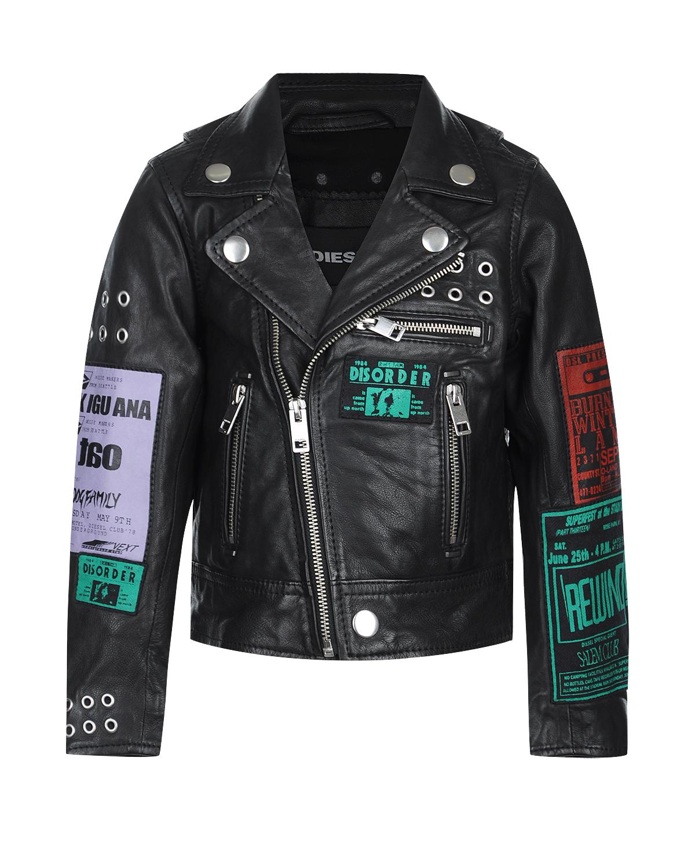 Кожаная байкерская куртка DieselКуртки демисезонные<br>Черная куртка  Diesel из натуральной кожи. Модель стилизована под байкерскую куртку с отложным воротником, характерными карманами и косой застежкой на молнии. Куртка декорирована аппликациями и люверсами.
