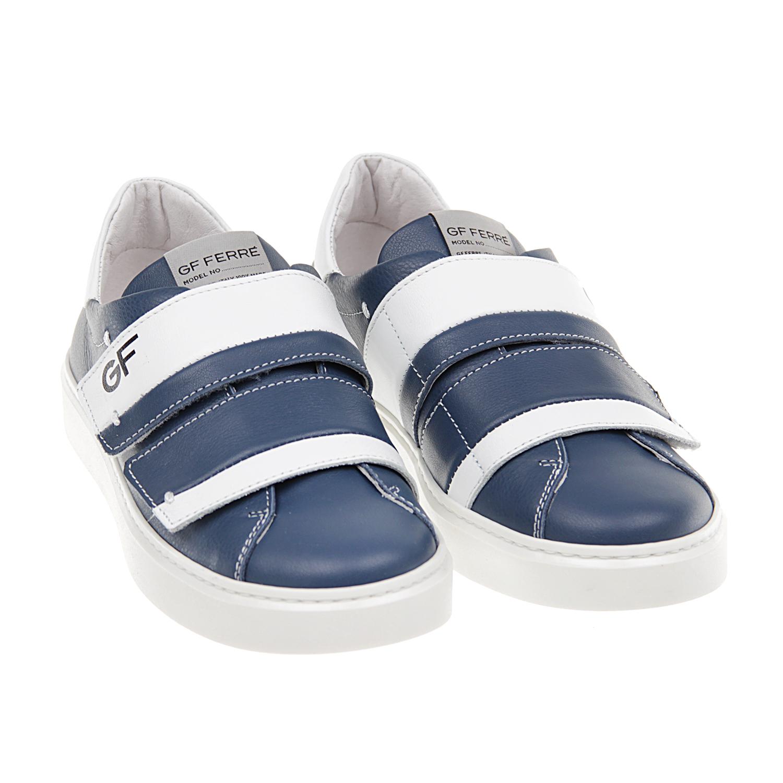 Кожаные кеды с логотипомКеды<br>Кеды GF Ferre изготовлены из натуральной кожи синего цвета. Модель на резиновой подошве прострочена контрастной нитью и украшена вставками белого цвета и фирменным лейблом на язычке. Обувь фиксируется при помощи двух ремешков на липучках, один из которых декорирован логотипом.