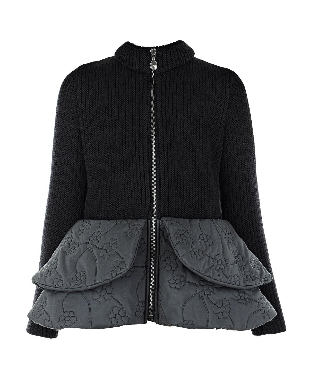 Куртка с баской DiorКуртки демисезонные<br>Черная куртка Dior с оригинальной баской станет прекрасным выбором для прохладных весенних и осенних дней. Передняя полочка и рукава изготовлены из шерстяного трикотажа. Спинка и подол  из высококачественного нейлона с вышитым цветочным узором. Высокий воротник-стойка надежно защитит от ветра. Модель приталенного силуэта застегивается спереди на молнию.