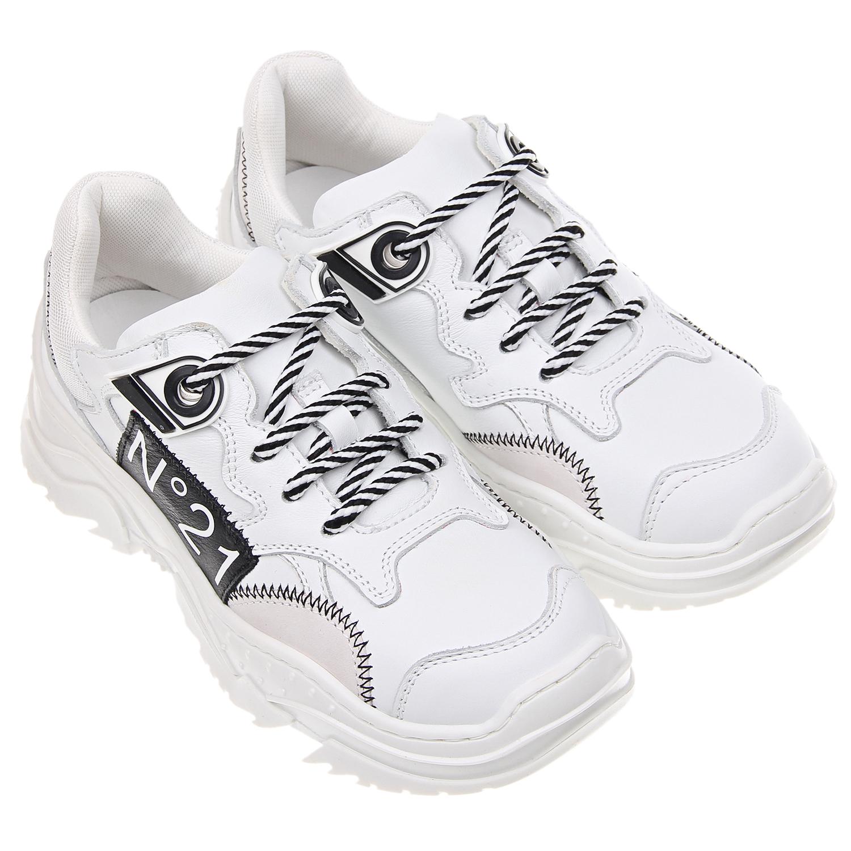 Белые кроссовки с черным логотипом №21 детские фото