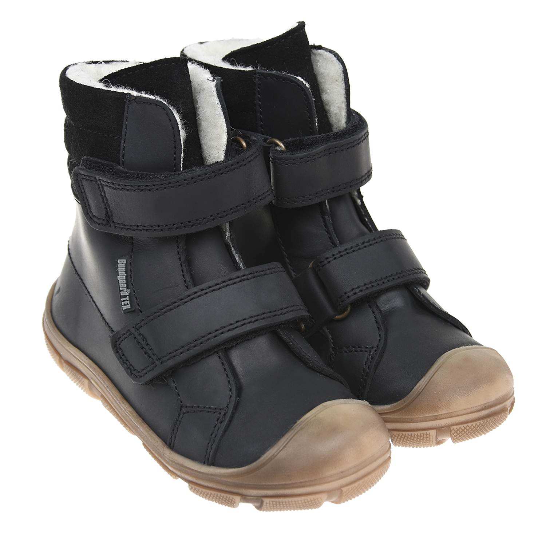 Высокие ботинки с шерстяной подкладкой и мембраной BundgaardБотинки, сапоги демисезонные<br>Высокие ботинки Bundgaard из натуральной кожи орехового отттенка. Внутри - теплая шерстяная подкладка и фирменная ультратонкая мембрана TEX, обеспечивающая идеальный микроклимат в обуви. Гибкая резиновая подошва повторяет анатомию детской ступни, гарантируя комфортную носку. Модель с усиленным мыском застегивается на две застежки велькро.