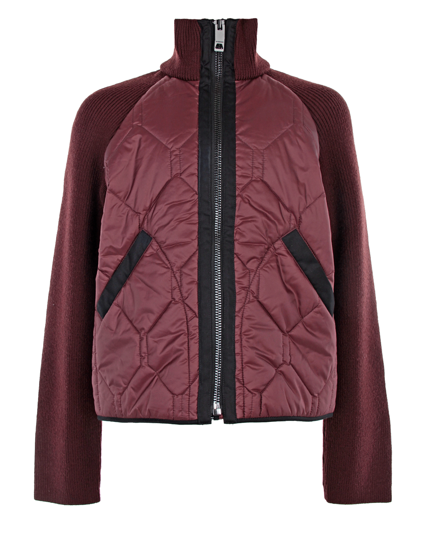 Куртка Burberry с трикотажными рукавамиКуртки демисезонные<br>Бордовая стеганая куртка Burberry. Модель с высоким горлом, длинными рукавами реглан и двумя прорезными карманами. Воротник и воротник выполнены из шерстяного трикотажа. Куртка застегивается на молнию.