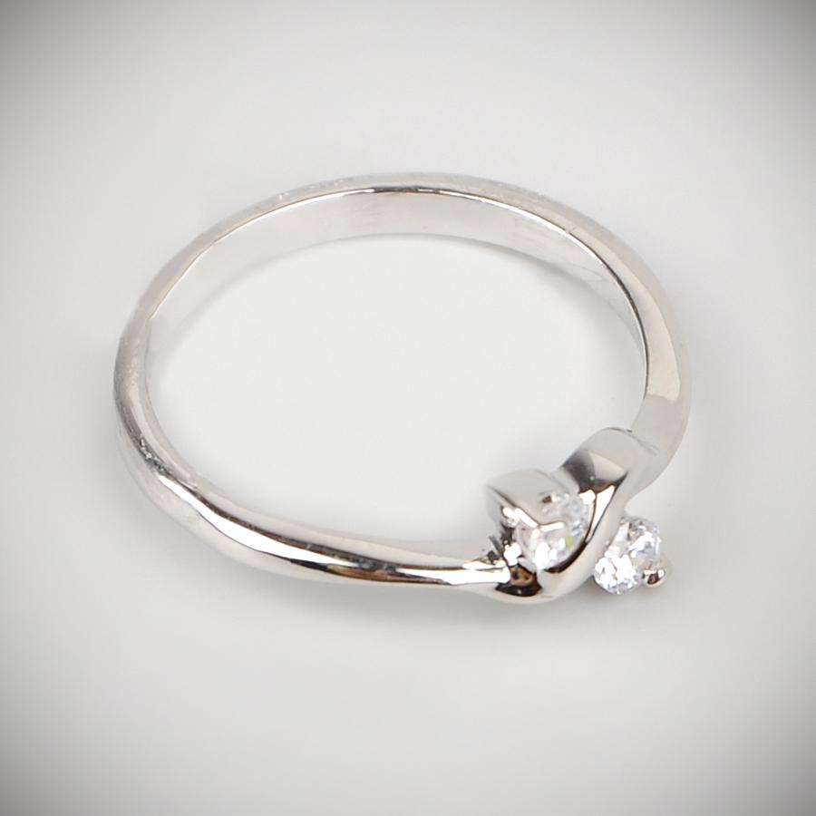 Кольцо Junefee бижутерный сплав, стекло, под серебро