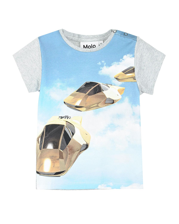 Футболка с принтом Hover cars MoloФутболки, Топы, Майки<br>Серая хлопковая футболка Molo. Модель с круглым вырезом и короткими рукавами. Футболка декорирована принтом с изображением летающих машин на фоне города и облаков. Застегивается на плече на кнопки.