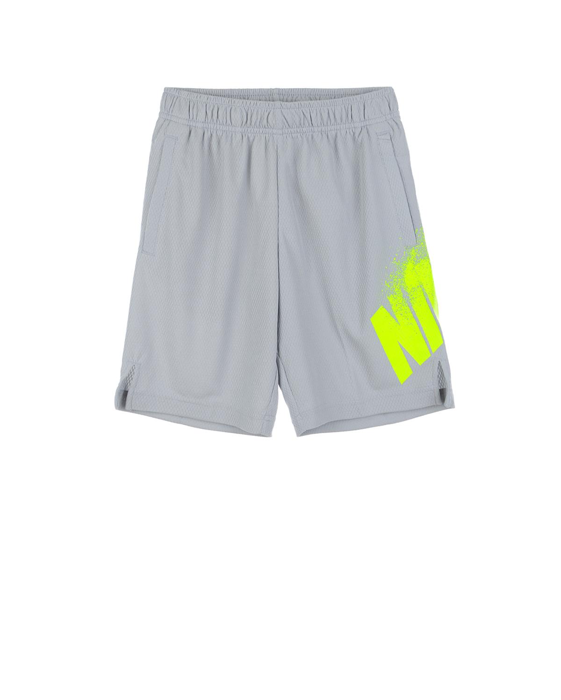 Шорты свободного кроя с логотипом NikeШорты, Бермуды<br>Серые шорты Nike изготовлены из дышащей влагоотводящей ткани по специальной технологии Dri-FIT. Модель свободного кроя украшена ярким принтом с логотипом. По бокам расположены разрезы, обеспечивающие свободу движений. Посадка изделия регулируется широким эластичным поясом.