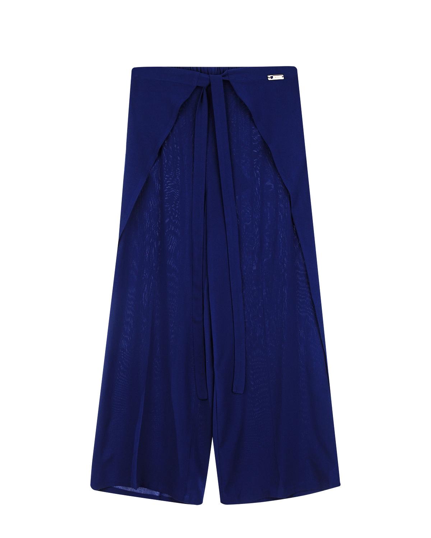 Брюки Twin SetБрюки<br>Синие широкие брюки Twin Set из вискозы. Модель со стрелками, поясом на кулиске и запахом по бокам. Брюки декорированы металлической серебристой фурнитурой с логотипом.