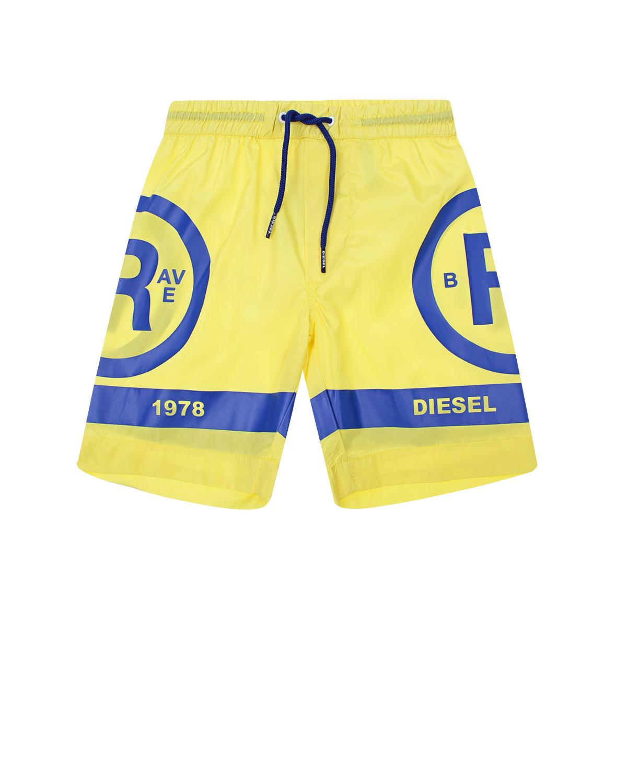 Шорты для купания DieselОдежда для пляжа<br>Желтые шорты для купания Diesel из быстросохнущей ткани. Модель с поясом на кулиске, декорирована принтом с изображением логотипа и синими полосами по низу.