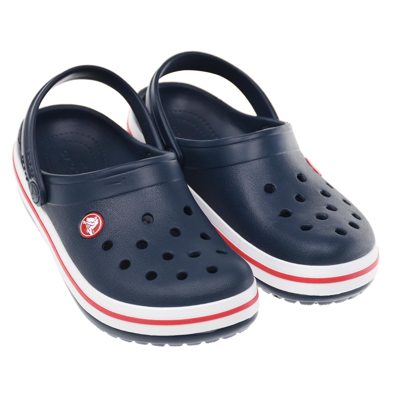 Синие сланцы на бело-красной подошве Crocs.