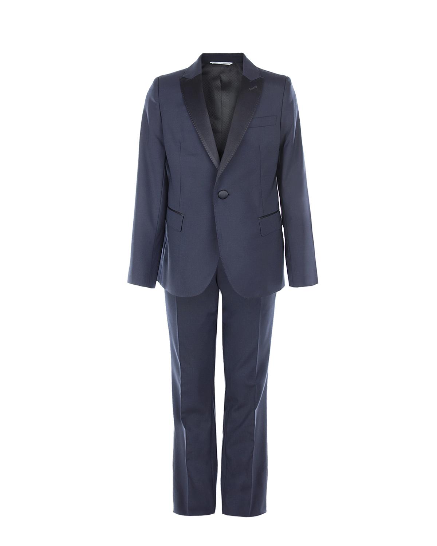 Темно-синий костюм с атласной отделкой Dolce&GabbanaКостюмы, Пиджаки, Жилеты<br>Темно-синий костюм DolceGabbana из ткани на основе шерсти. Топ – классический смокинг с черными атласными лацканами и пуговицами. Брюки также классического кроя, с двумя боковыми и двумя задними карманами. Пояс, задние карманы и лампасы отделаны черным атласом.
