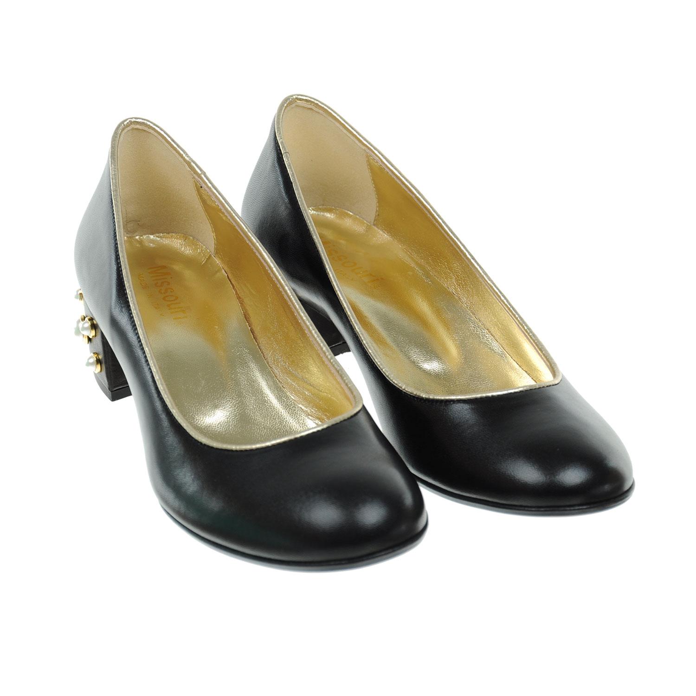 Туфли с декорированным каблуком
