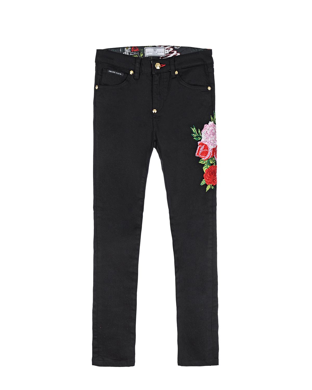 Джинсы со стразамиДжинсы<br>Черные джинсовые брюки Philipp Plein из хлопка с добавлением эластана. Модель прямого кроя, с классическими пятью карманами. Джинсы декорированы принтом в стразах с изображением цветов и логотипа.