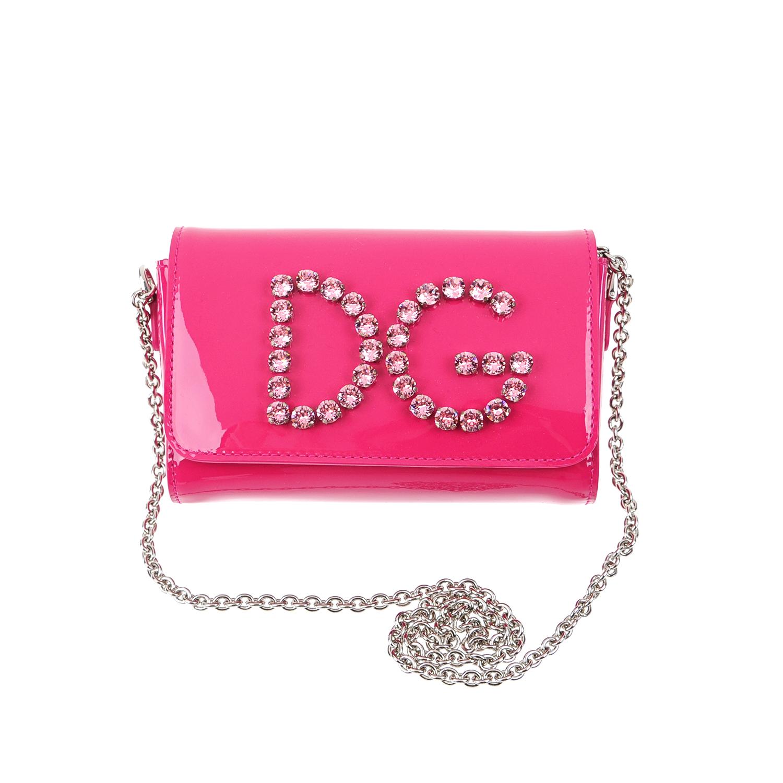 Лакированная сумка на цепочке Dolce&GabbanaСумки и рюкзаки<br>Небольшая сумка  DolceGabbana изготовлена из мягкой лаковой кожи насыщенного розового цвета. Модель с длинной цепочкой через плечо украшена монограммой «DG». Сумка закрывается широким клапаном на две магнитные кнопки.
