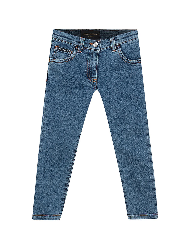 Брюки джинсовые Dolce&GabbanaДжинсы<br>Синие джинсы DolceGabbana из стрейч-хлопка. Модель прямого кроя с классическими для джинсов пятью карманами. Джинсы декорированы  логотипом на заднем кармане.