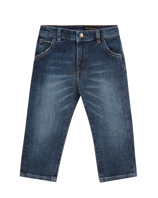 Брюки джинсовые Dolce&GabbanaДжинсы<br>Синие джинсы DolceGabbana из хлопка с добавлением эластана. Модель прямого кроя, с характерным расположением пяти карманов. Джинсы декорированы эффектом потертости.