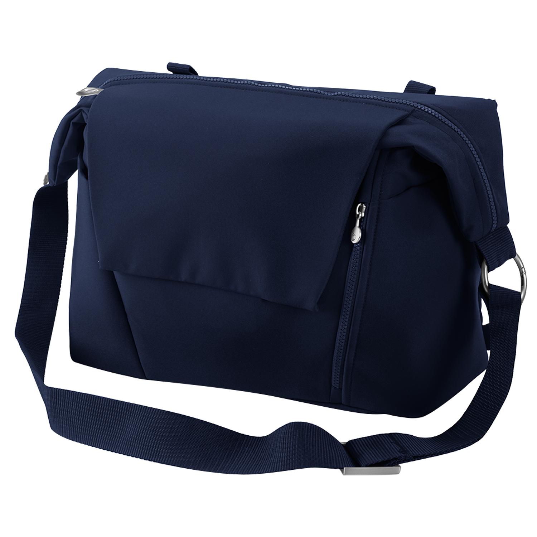 Сумка Stokke для мамы Changing Bag deep blueСумки, органайзеры<br>Усовершенствованный дизайн сумки Stokke для мамы! Ее можно прикрепить к прогулочной коляске, перебросить через плечо или надеть на спину как рюкзак. Для регулировки положения сумки предусмотрены съемные кольца. Удобный доступ ко всем принадлежностям для ухода за малышом. Карманы разных размеров, включая водонепроницаемый боковой карман для дополнительных вещей. Коврик для пеленания теперь помещен так, что его легко достать сбоку. Он стал еще мягче. Включен съемный кошелечек для мелочей.