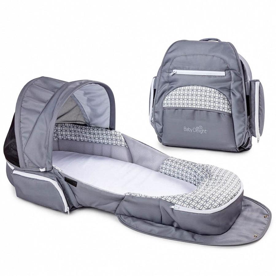 Складная кроватка Baby Delight Traveler XL, сераяКорзины-переноски<br>Складная колыбель Baby Delight Traveler XL станет отличной помощницей для молодых родителей, которые не хотят ограничивать свою жизнь после рождения малыша. Эта колыбель предназначена для безопасного сна малыша в родительской кровати, а также для использования в поездках и путешествиях. Изделие также позволит обеспечить дополнительный комфорт в уходе за младенцем.brgt; brgt; ОСОБЕННОСТИ:brgt; - стильный современный дизайнbrgt; - легкий пластиковый каркас brgt; - продуманная система вентиляции не даст крохе вспотетьbrgt; - мягкая и абсолютно безопасная поверхность колыбелиbrgt; - компактно складывается и трансформируется в стильный рюкзачокbrgt; - удобные ручки для переноскиbrgt; - от солнечного света и лишних взглядов защитит капюшон, который крепится на кнопкиbrgt; - сетчатая вставка в капюшоне brgt; - музыкальная панель встроена в изголовье колыбели. Нажмите на нее, чтобы включить мягкую подсветку и тихую мелодию (или стук, имитирующий биение сердца). Громкость звука регулируется.- можно использовать в большой родительской кровати для безопасности и комфорта малышаbrgt; - в виде рюкзачка колыбель практична, так как имеет четыре кармашкаbrgt; - мягкий матрасик с простынкой входят в комплект- встроенная москитная сетка не даст насекомым беспокоить крохуbrgt; - съемные чехлы можно стиратьbrgt; brgt; КРАТКИЕ ХАРАКТЕРИСТИКИ:brgt; возраст детей: от рождения до 4 месяцевbrgt; материал: пластик, текстильbrgt; питание: 2 батареи типа AA (не входят в комплект) brgt;размер: 90 x 47 x 15,8 см