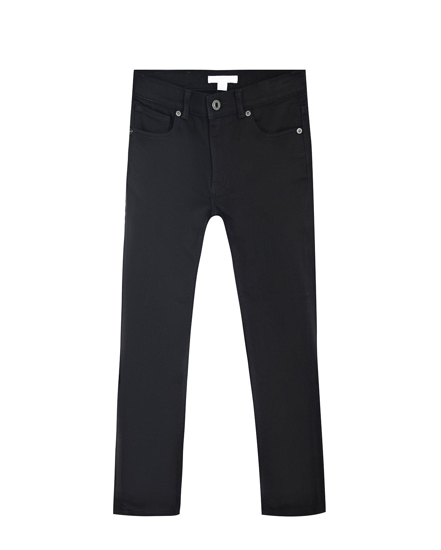 Брюки джинсовые BurberryДжинсы<br>Черные джинсы Burberry из стрейч-хлопка. Модель skinny, с классическими пятью карманами. Джинсы декорированы накладкой с логотипом на поясе.