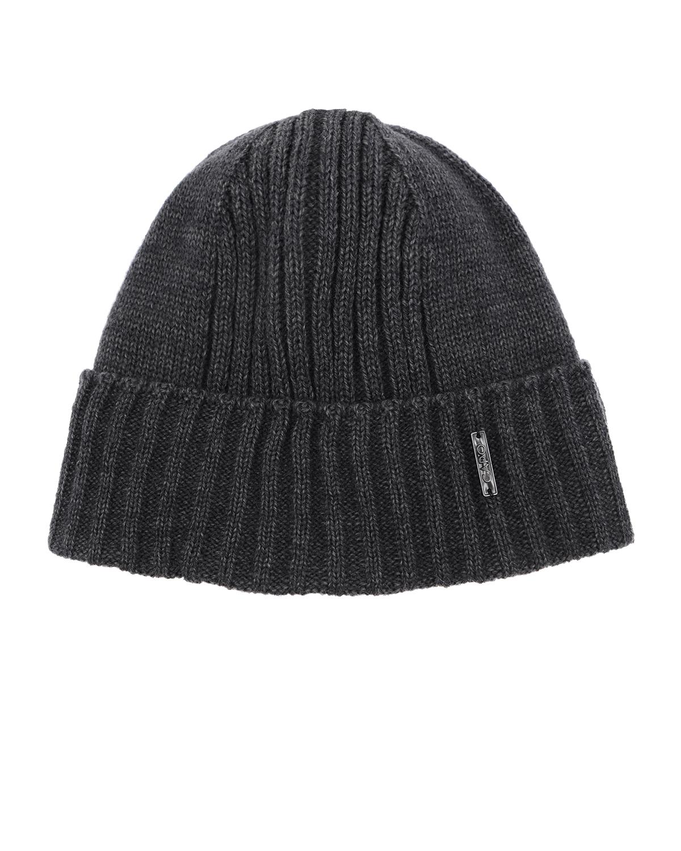 Шапка CAPOШапки<br>Серая вязаная шапка CAPO из смесовой шерсти . Модель с отворотом и флисовой подкладкой. Шапка декорирована нашивкой с логотипом.