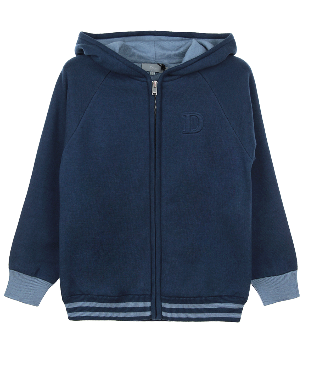 Куртка спортивная DiorСпортивная одежда<br>Синяя трикотажная спортивная куртка DIOR с длинными рукавами-реглан. Капюшон на контрастной голубой подкладке и застежка на молнию спереди. Эластичная отделка низа и рукавов. На груди декоративный элемент в виде начальной буквы названия бренда.