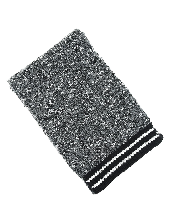 Шарф из шерсти с контрастной отделкой Dolce&GabbanaШарфы<br>Серый буклированный шарф DolceGabbana с эффектом меланжа. Изделие из мягкой шерстяной пряжи невероятно теплое и приятной на ощупь. Модель украшена патчем с монограммой «DG». Края отделаны широким черным кантом в тонкую белую полоску.