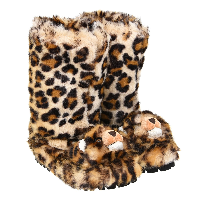 Унты с леопардовым принтомУнты<br>Унты DolceGabbana из эко меха с леопардовым принтом. Модель с теплой и мягкой флисовой подкладкой и черной подошвой на массивном каблуке с глубоким рифлением, выполненной из полимерных материалов. Унты декорированы объемными мордочками леопардов.