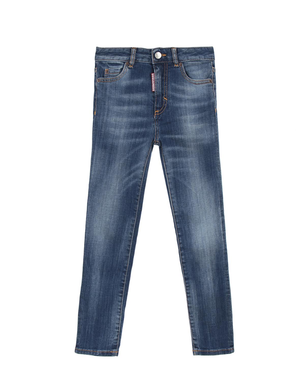 Брюки джинсовые Dsquared2Джинсы<br>Зауженные джинсы DSQUARED2 из синего денима с декоративными потертостями. Классический верх с 5-ю карманами. Застежка на молнию и пуговицу. В области пояса сзади нашивка с логотипом бренда