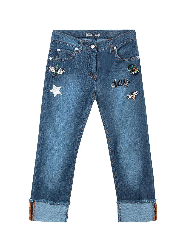 Брюки джинсовые Ermanno ScervinoДжинсы<br>Синие джинсы Ermanno Scervino из стрейч-хлопка. Модель  с классическим расположением пяти карманов и отворотами. Джинсы декорированы фигурными потертостями и расшиты стразами и пайетками.
