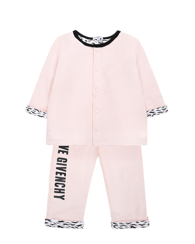 Комплект толстовка и брюкиКомплекты<br>Розовый комплект Givenchy из хлопкового трикотажа. Толстовка с круглым вырезом и длинными рукавами с отворотами, застегивается на кнопки. Декорирована принтом с надписью «Love Givenchy». Брюки прямого кроя с отворотами и эластичным поясом. Декорированы принтом с надписью «Love Givenchy».