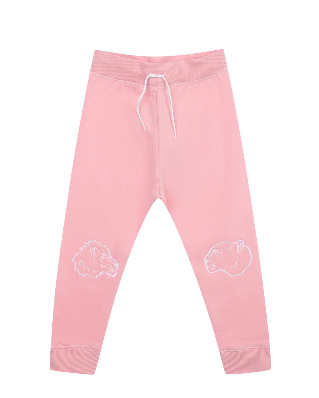 Розовые спортивные брюки KENZOСпортивная одежда<br>Спортивные брюки приятного розового оттенка линии Kids французского бренда KENZO сшиты из хлопкового материала с добавлением синтетических волокон. Эластичный пояс на кулиске и манжеты не сковывают движений, обеспечивают комфорт и удобство. Брюки декорированы белыми контурными вышивками в виде голов льва и тигра.
