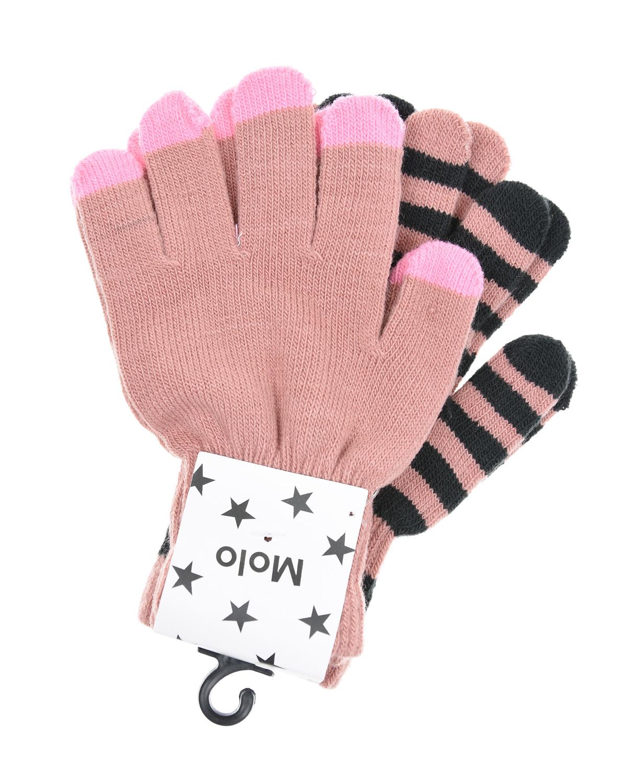 Комплект из двух перчаток MoloВарежки и перчатки<br>Две пары перчаток Molo отлично дополнят базовый гардероб. Изделия связаны из мягкой пряжи персикового цвета. Манжеты, выполненные в технике английской резинки, деликатно облегают запястье, плотно фиксируя вещи на руке. Одна пара в широкую серую полоску. Вторая пара с ярко-розовыми краями.