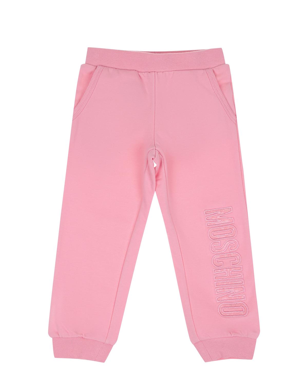 Розовые спортивные брюки MoschinoСпортивная одежда<br>Розовые спортивные брюки Moschino из хлопкового трикотажа. Модель с эластичным поясом, двумя косыми карманами и манжетами. Брюки декорированы вышитым логотипом.