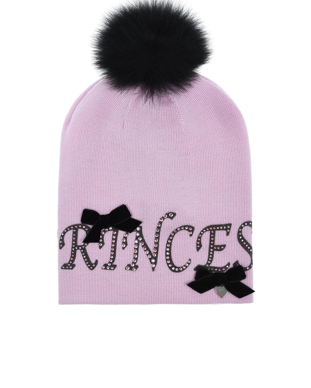 ШапкаШапки<br>Розовая шапка Il Trenino. Модель декорирована меховым помпоном, бархатными бантиками и принтом с надписью и стразами.