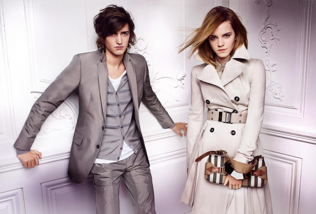 Emma-Watson-Burberry-shoot-2-Spring-Summer-2010-anichu90-17188887-1600-1086.jpg